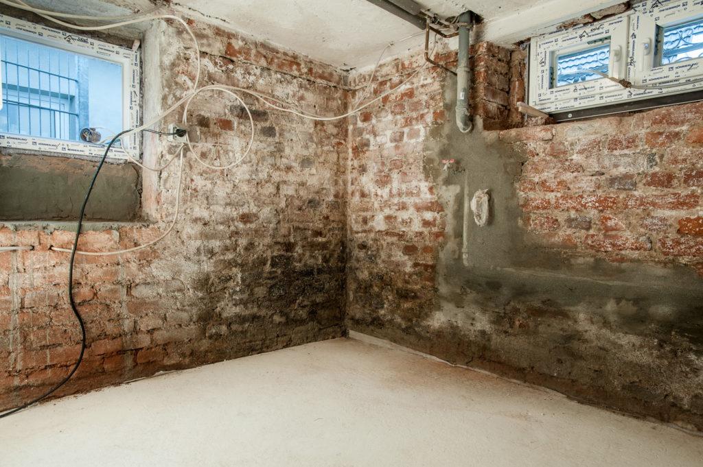 Sanierputz feuchte Wand